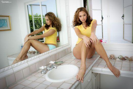 Бесплатные фото Valentina Vaughn,эротика,голая девушка,обнаженная девушка,позы,поза,сексуальная девушка,Nude,Solo,Posing,Erotic,фотосессия