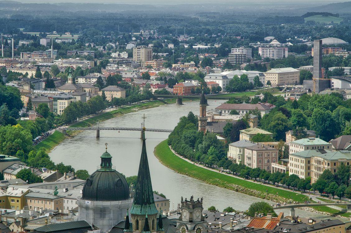 Фото бесплатно Вид на Зальцбург с рекой Зальцах, Австрия, от замка Хоэнзальцбург - на рабочий стол