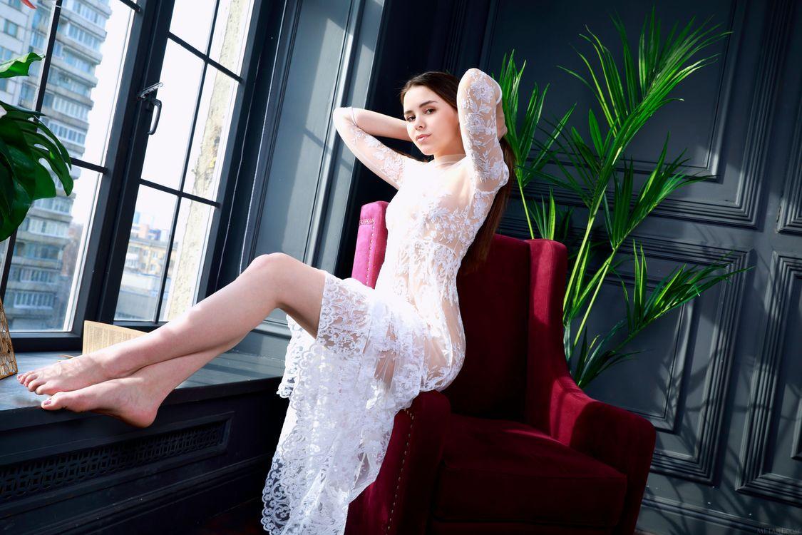 Free photo Eva Amari, brunette, posing - to desktop