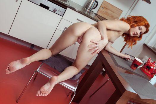 Бесплатные фото Ambre,Alexa,эротика,голая девушка,обнаженная девушка,позы,поза,сексуальная девушка,Nude,Solo,Posing,Erotic