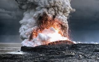 The eruption of the volcano · free photo