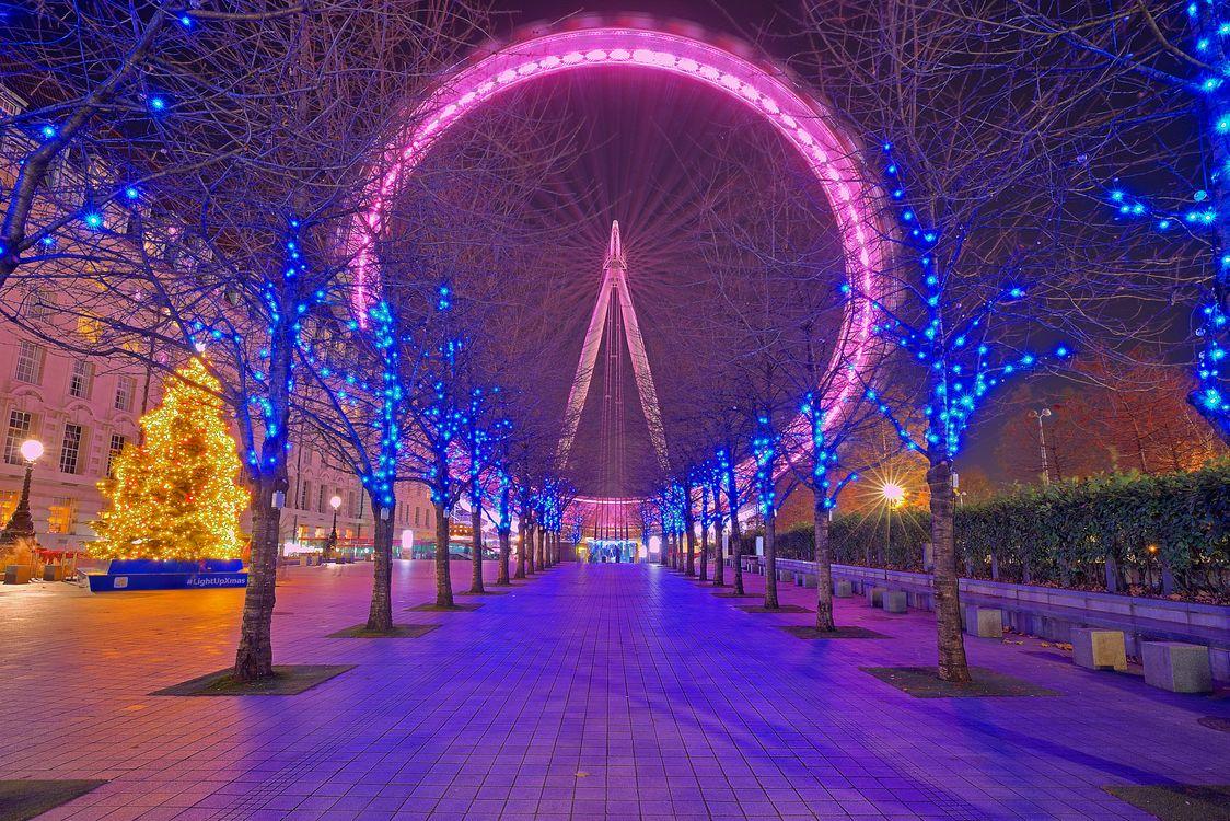Фото бесплатно Рождественский вечер, London Eye, Лондон, Великобритания, С Рождеством, город, иллюминация, ночь, улица, дорога, деревья, огни, новогодняя ёлка, город
