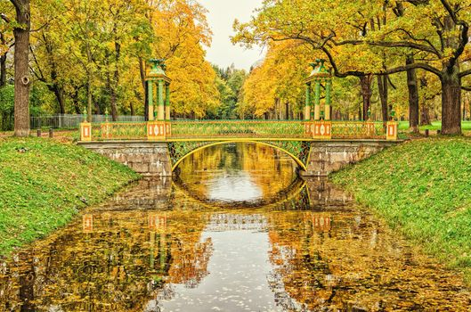 The bridge in the Catherine Park in Tsarskoye Se · free photo