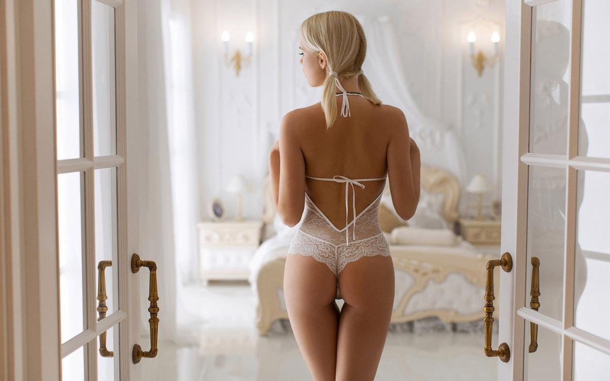 Обои блондинка, французская, горячая, девушка, белье, отражение, задница на телефон   картинки эротика - скачать