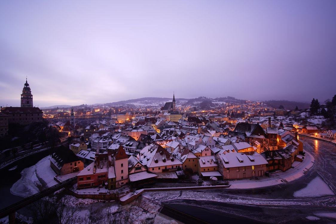 Фото бесплатно Прага, первый снег, Чехия, Чешская Республика, Prague, Czech Republic, Пражский град, город, дома, мосты, иллюминация, ночь, ночные города, город